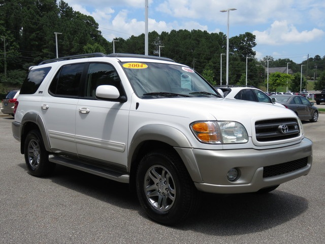 Pre-Owned 2004 Toyota Sequoia SR5
