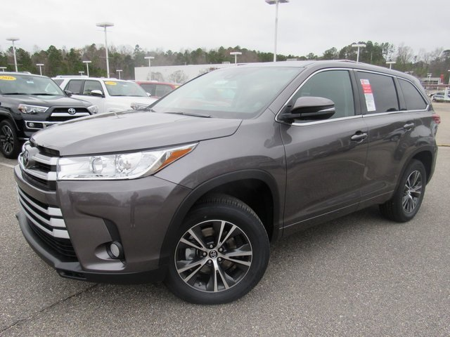 new 2017 toyota highlander le plus 4d sport utility in hoover 51112 hoover toyota. Black Bedroom Furniture Sets. Home Design Ideas